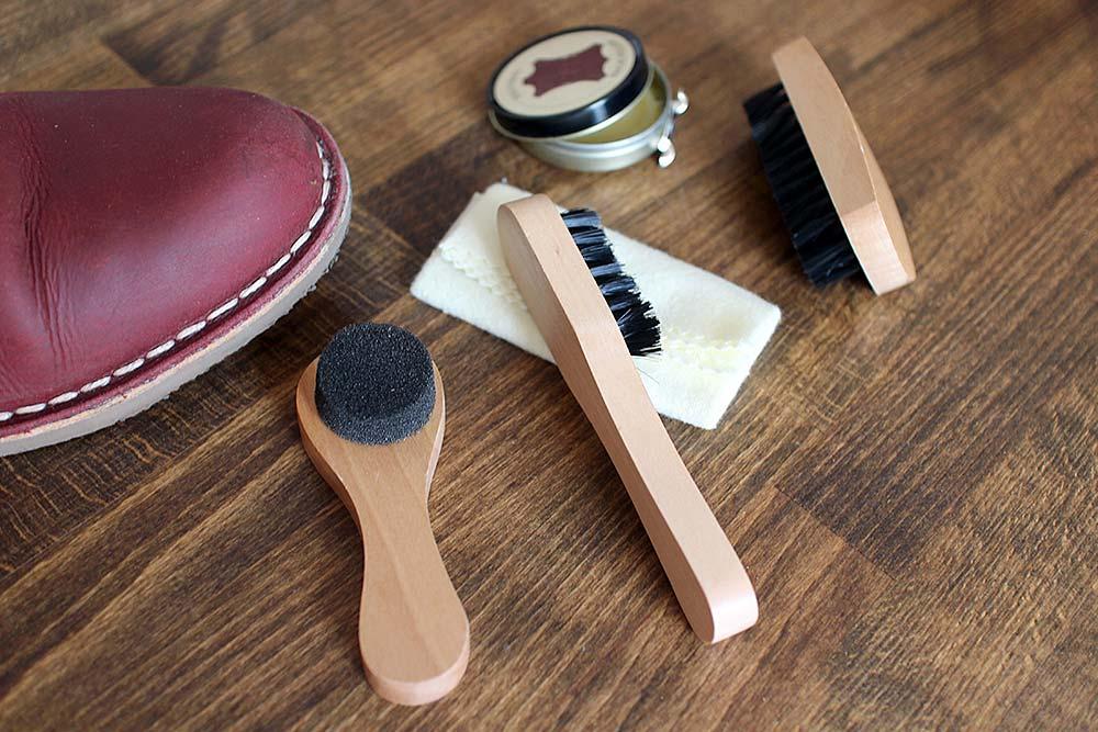 Lederschuhe reinigen und pflegen: So geht es richtig